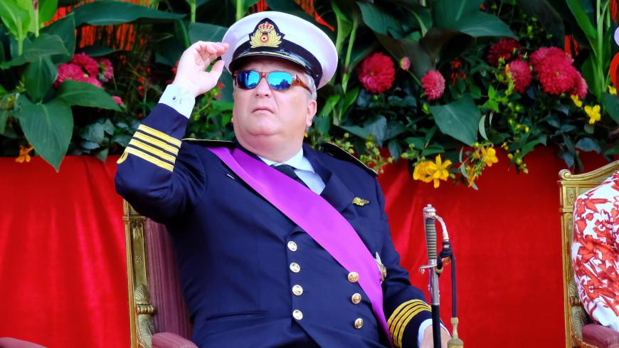 Принц Бельгии во время исполнения гимна страны говорил по телефону