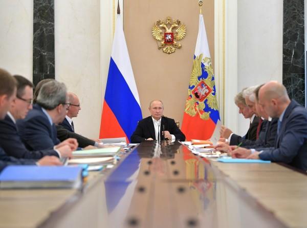 Путин провел совещание по подготовке прямой линии