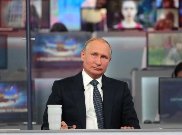 «Прямая линия с Путиным»: россияне предпочитают обращаться по телефону
