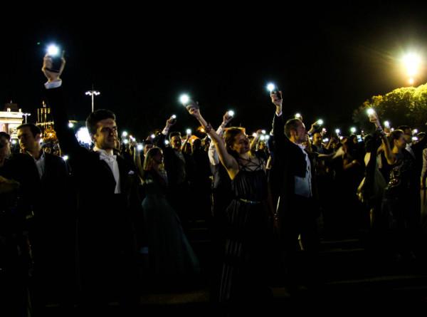 Движение в центре Москвы ограничат из-за выпускного бала