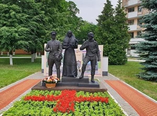 В Москве появился памятник военным врачам