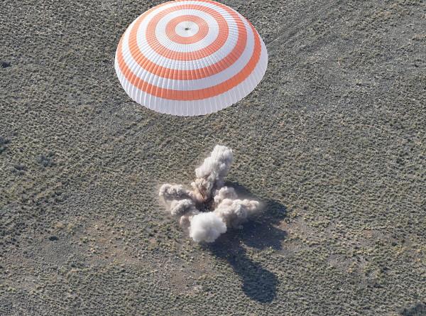 В ЦУПе приземление «Союз МС-11» с экипажем МКС встретили овациями