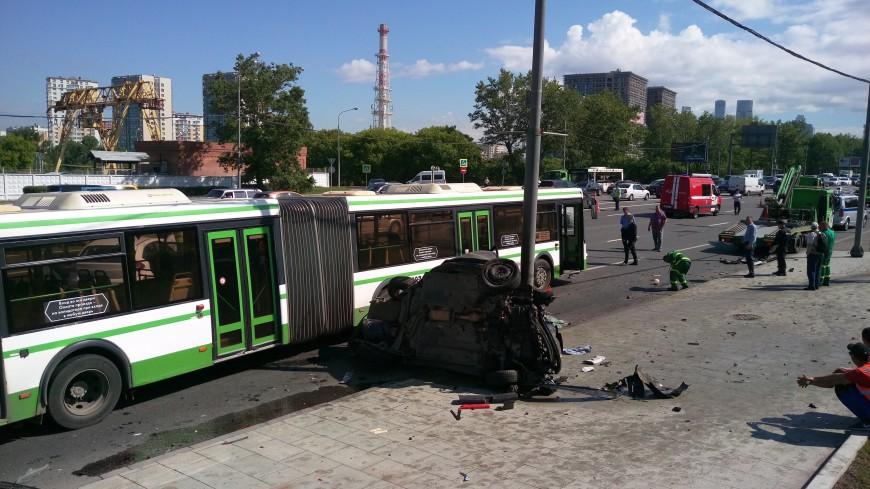 В крупной аварии на Кутузовском проспекте в Москве пострадали семь человек