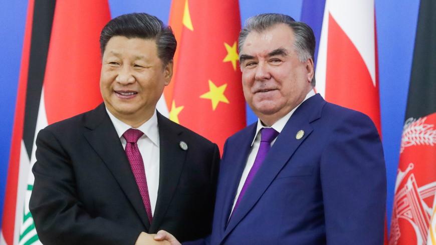 Рахмон наградил Си Цзиньпина высшим орденом Таджикистана