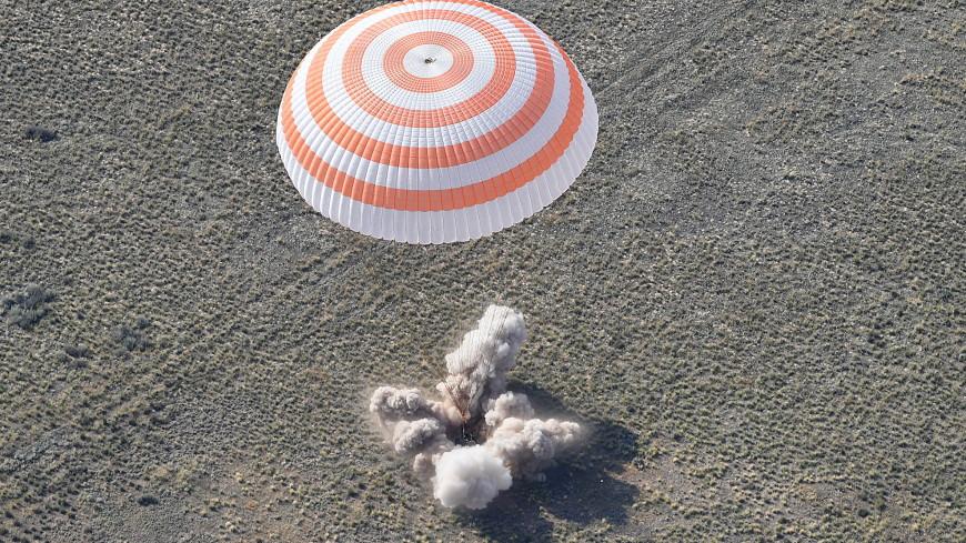 Возвращение на Землю: в Казахстане приземлился международный экипаж МКС