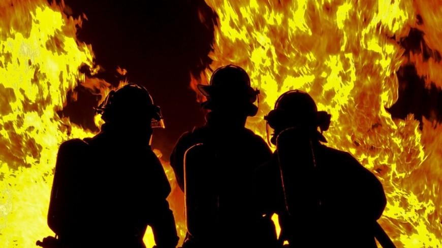 Сильный пожар вспыхнул на нефтеперерабатывающем заводе в Филадельфии