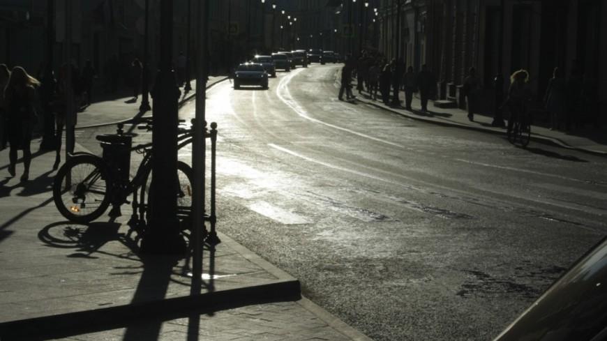 "Фото: Елена Андреева, ""«Мир 24»"":http://mir24.tv/, велосипед, москва, жара, солнце, город, дороги"