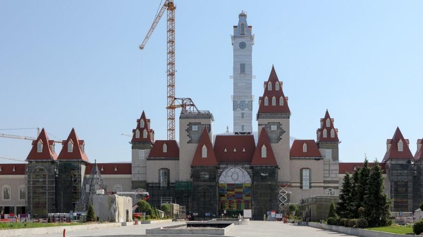 В московском парке «Остров мечты» завершили монтаж стеклянного купола-гиганта