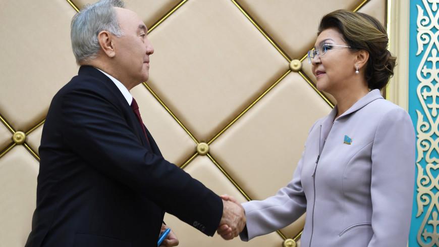 Нурсултан Назарбаев получил знак почетного сенатора Казахстана