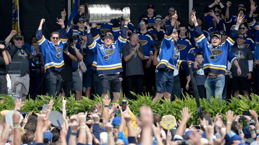 Хоккеист Барбашев восхитился парадом в честь победы «Сент-Луиса» в Кубке Стэнли