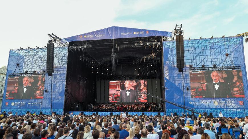 Рок и классика: ПМЭФ завершился концертом на Дворцовой площади