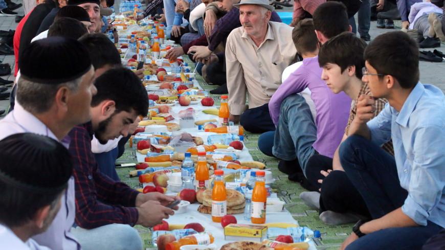 В Каире накрыли рамаданный стол длиной три километра