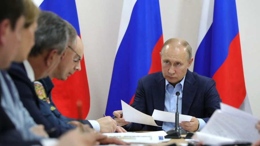 Путин поручил Шоуйгу подключить армию к борьбе с паводком в Иркутской области