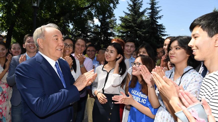 «30 лет лидерства»: в Казахстане чествуют Нурсултана Назарбаева