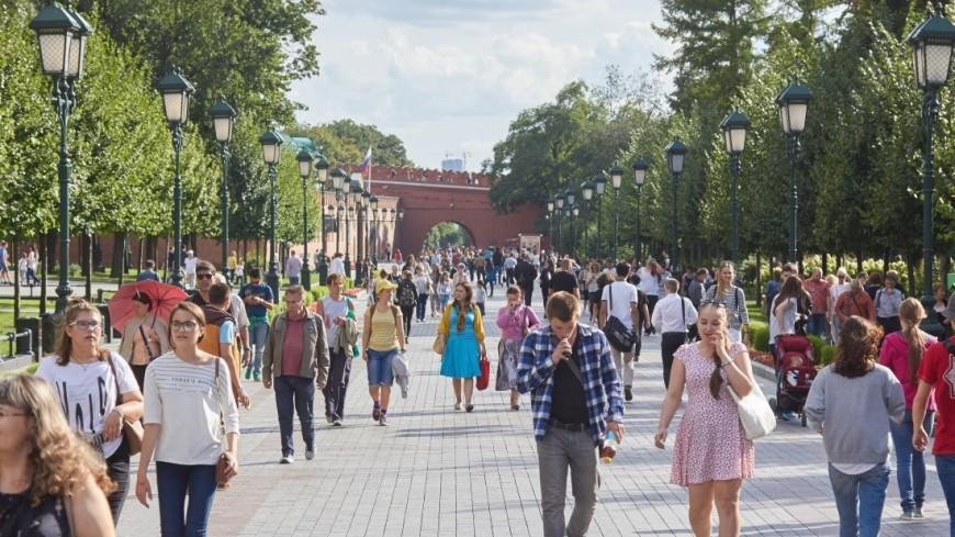 """Фото: Дмитрий Белицкий (МТРК «Мир») """"«Мир 24»"""":http://mir24.tv/, александровский сад, общество, люди, толпа, красная площадь, кремль"""