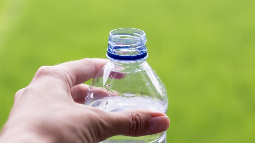 Стало известно, сколько частиц пластика люди проглатывают в год