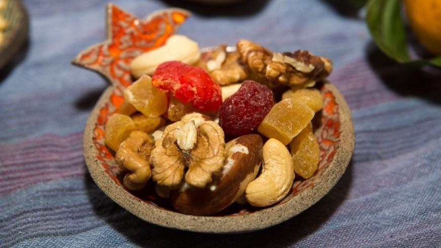"Фото: Алан Кациев (МТРК «Мир») ""«Мир 24»"":http://mir24.tv/, орехи, еда, сухофрукты, курага, изюм"