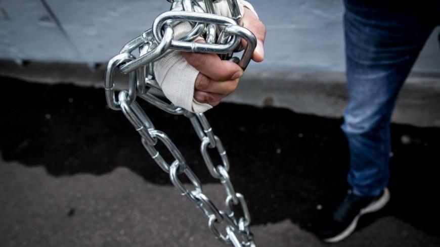 Петербуржец посадил юношу на цепь в автосервисе, требуя несуществующий долг