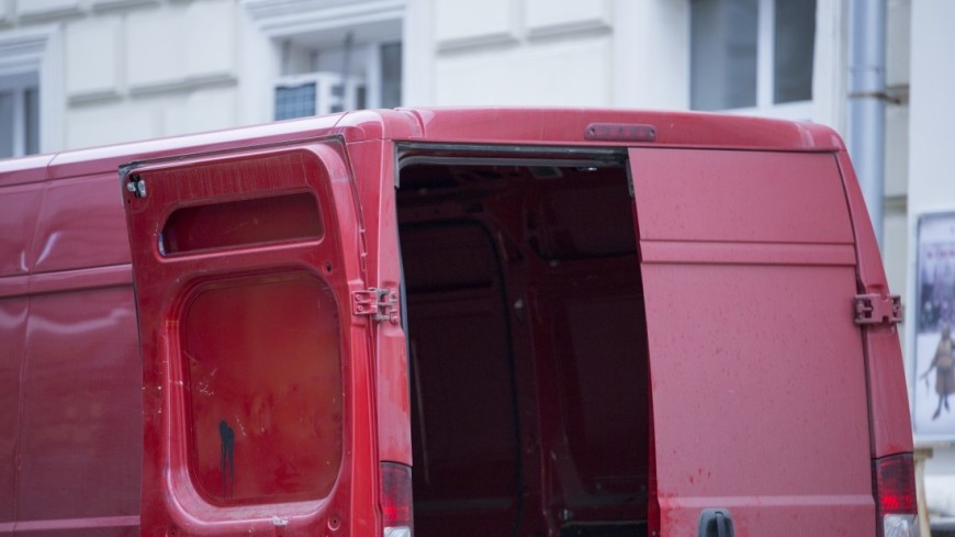 15 многодетных семей из Петербурга стали обладателями микроавтобусов