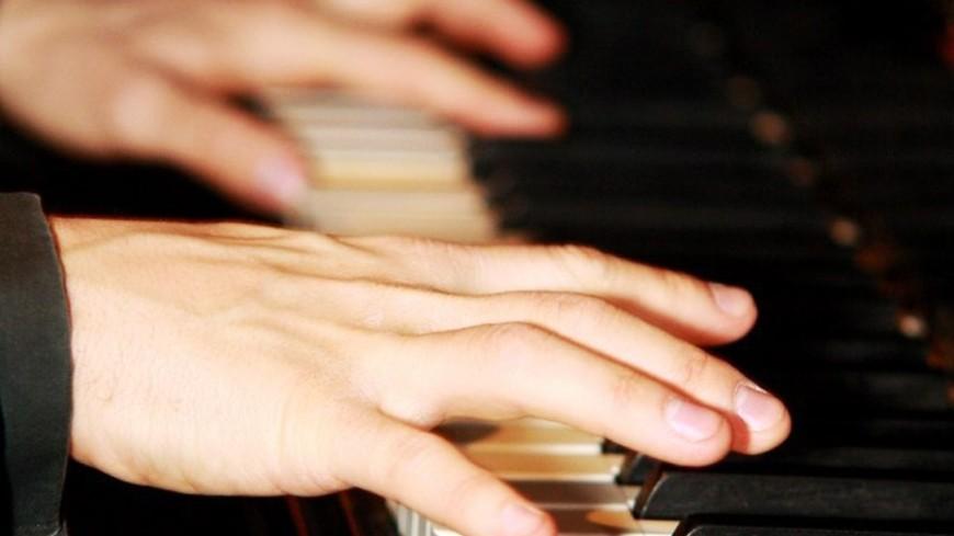"""©  Фото: Елизавета Шагалова, """"«Мир24»"""":http://mir24.tv/, музыка, пианист, пианино, клавиши"""