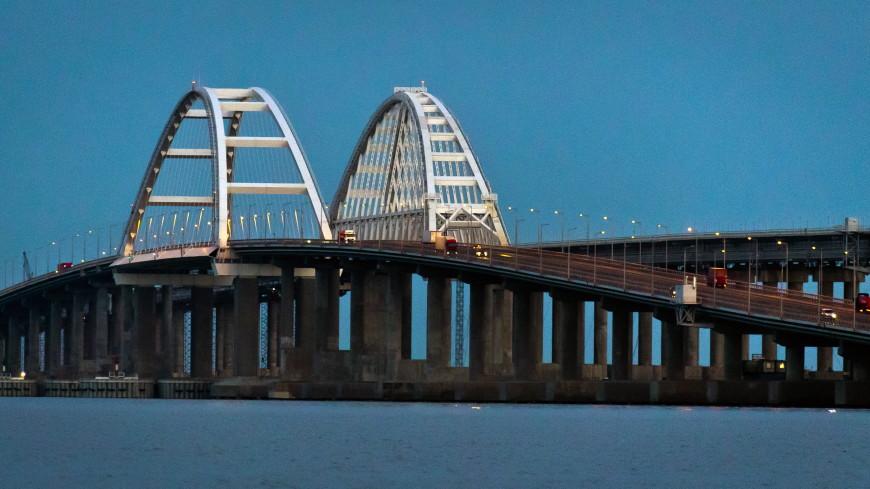 Строители сомкнули рельсы на железнодорожной части Крымского моста