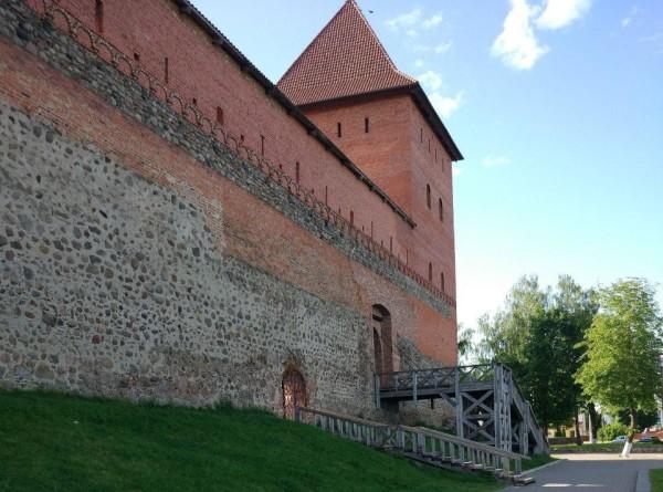 Средневековые замки, артефакты и местное пиво: ради чего стоит поехать в Лиду