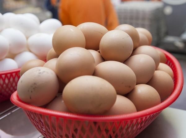 В Роскачестве назвали признаки вкусных и полезных яиц