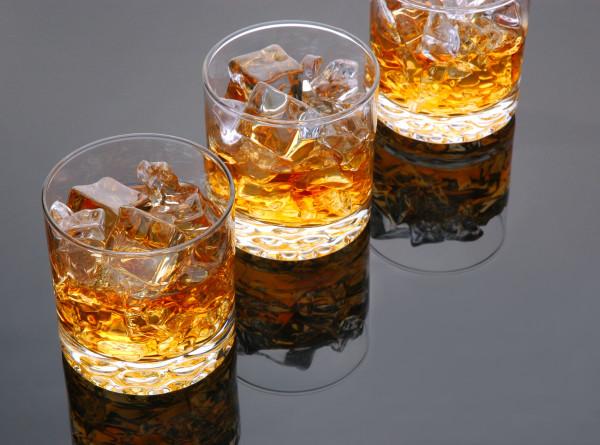 Мир празднует Международный день виски