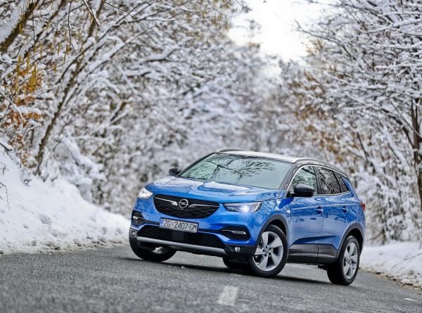 Opel выйдет на российский в конце года с тремя моделями