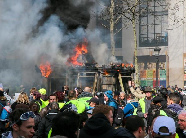 Наказание за беспорядки: уволен глава парижской полиции