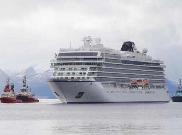 Выжить в шторм: как спасали пассажиров лайнера Viking Sky