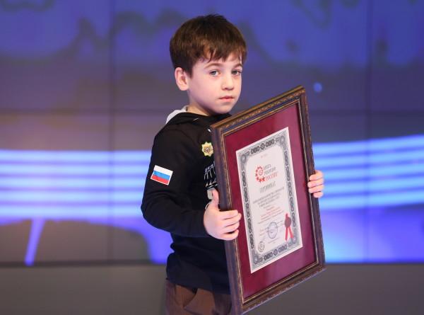 Чеченский мальчик-рекордсмен снова всех удивил