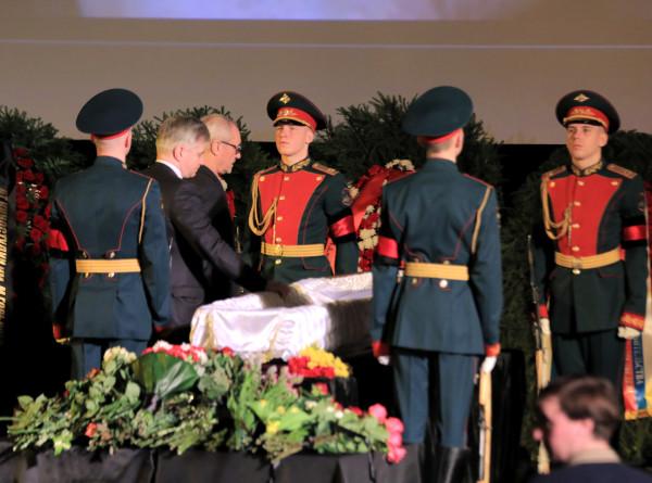 «Крестный отец оттепели»: в Москве простились с Марленом Хуциевым