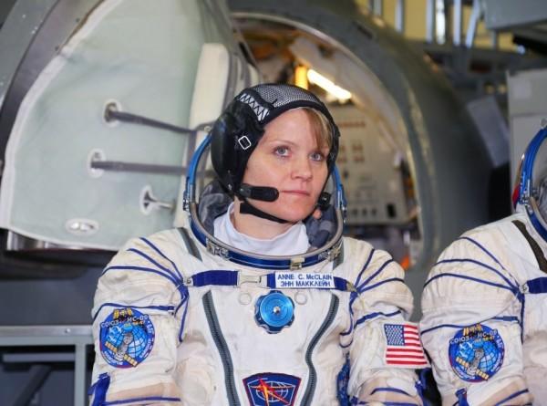 Image result for Размер скафандра помешал первому в истории выходу двух женщин в открытый космос