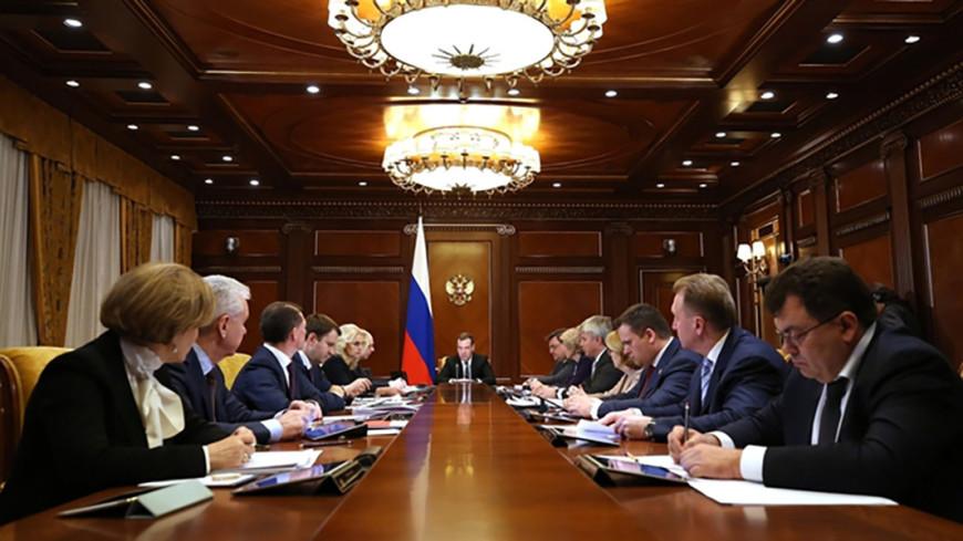 Медведев потребовал от губернаторов своевременно начать работу по нацпроектам