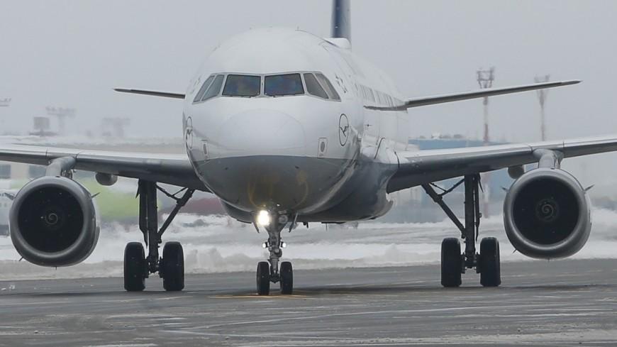 Самолет вернулся в Шереметьево из-за треснувшего стекла