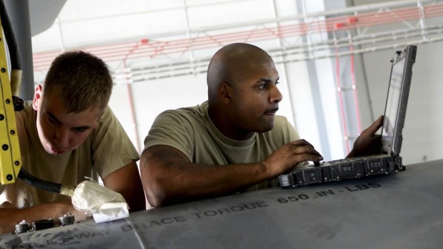 """Фото: Staff Sgt. Evelyn Chavez, """"U.S.Air Force"""":http://www.af.mil/, компьютер, ввс сша, военные сша, ноутбук"""