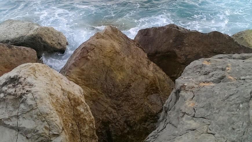 "Фото: Елизавета Шагалова, ""«МИР 24»"":http://mir24.tv/, берег, камни, море"