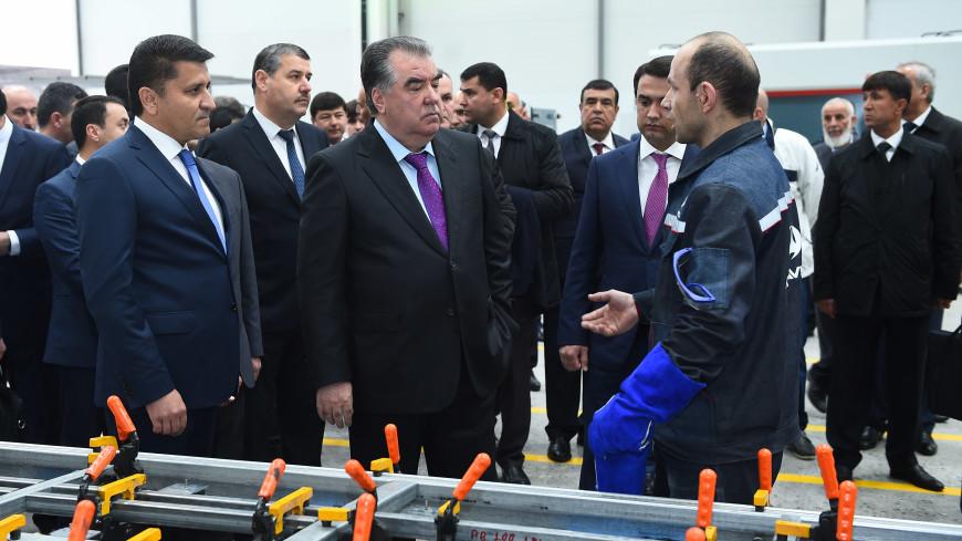 Рахмон запустил первый в Таджикистане автобусный завод