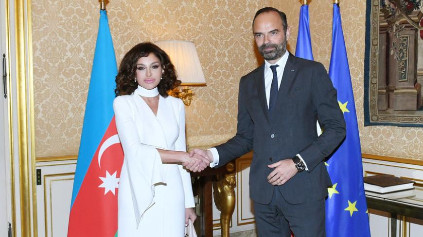 Мехрибан Алиева встретилась в Париже с премьер-министром Франции