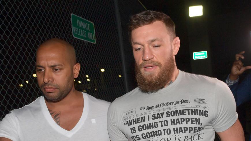 Макгрегор освобожден под залог после нападения на фаната