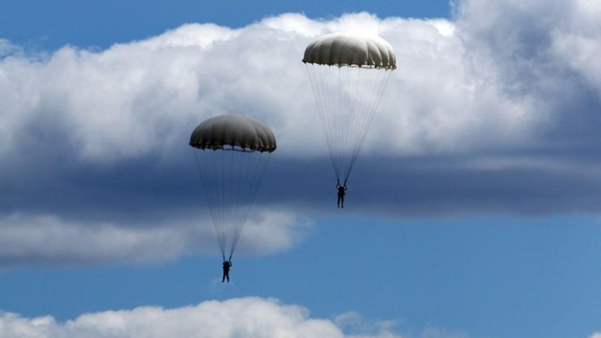 """© Фото: Виталий Залесский, «МИР 24»"":http://mir24.tv/, парашют, минский аэроклуб, беларусь, парашютисты"