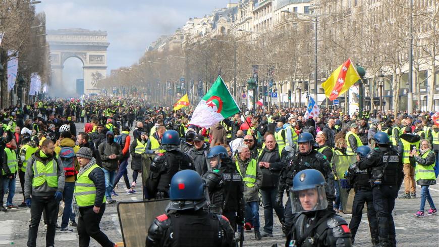 В Париже взяты под стражу 200 участников акции «желтых жилетов»