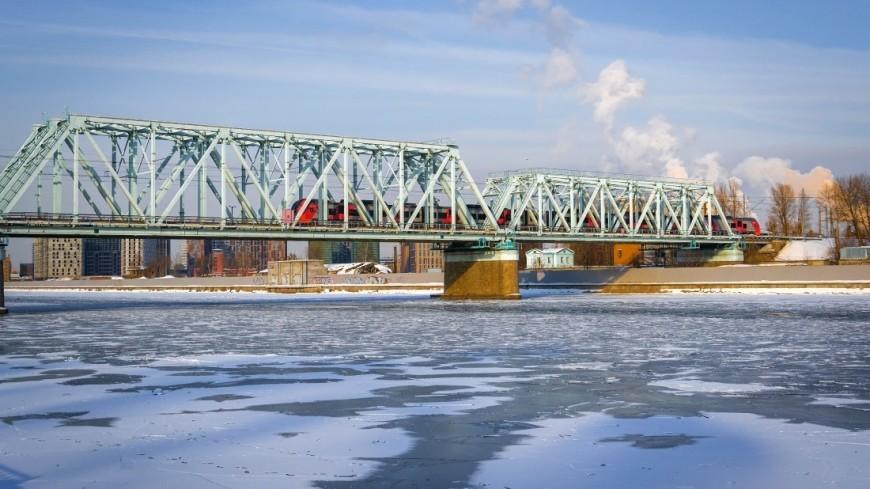 Зима в городе (снег, сугроб, холод, мороз, мост, река, набережная, лед)