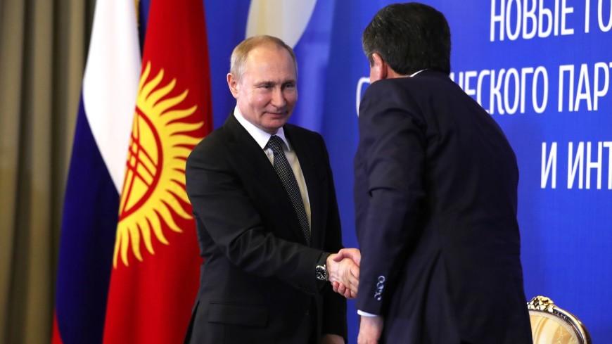 Щедрый прием: Жээнбеков подарил Путину орловского скакуна и щенка породы тайган