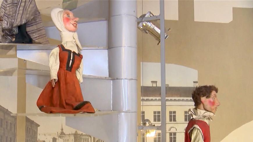 В Петербурге юных зрителей пустили за кулисы кукольного театра