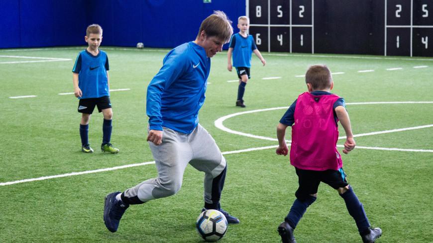 Тренировка с легендами: Аршавин и Тимощук сыграли в футбол с юными игроками