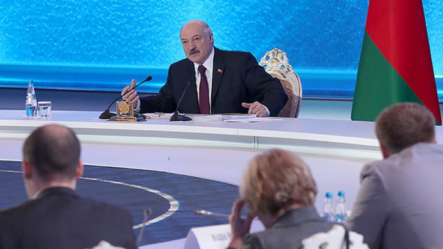 Лукашенко призвал женщин рожать побольше детей