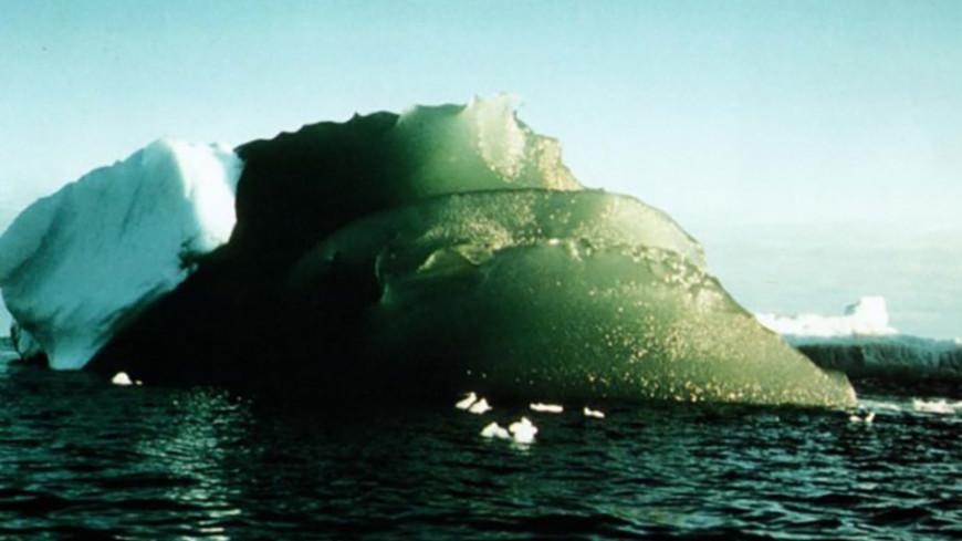 Разгадана тайна «изумрудных» айсбергов