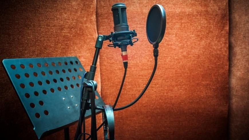 Микрофон,студия звукозаписи, звукозаписывающая студия, фонограмма, певец, певица, микрофон, ,студия звукозаписи, звукозаписывающая студия, фонограмма, певец, певица, микрофон,